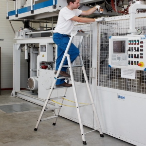 Aluminium-Stehleiter Arbeitshöhe 2,80 m einseitig begehbar
